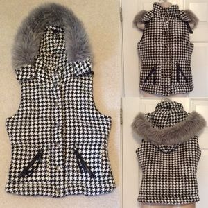 Black and white houndstooth detachable hooded vest